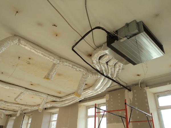 Дует из вентиляции ю потолкав офисе